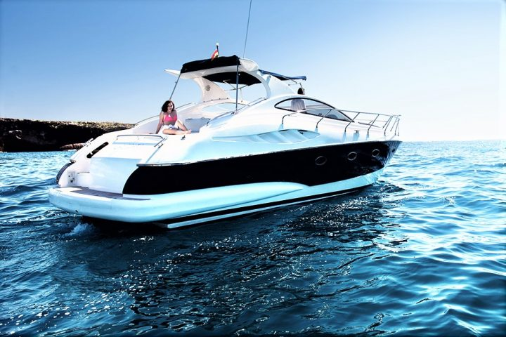 Luxury Yacht Charter in Tenerife Astondoa 40 Open - 450