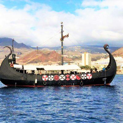 Vermietung von Themenbooten in Teneriffa Vikingos für große Gruppen - 3 horas de viaje en barco vikingo en Tenerife