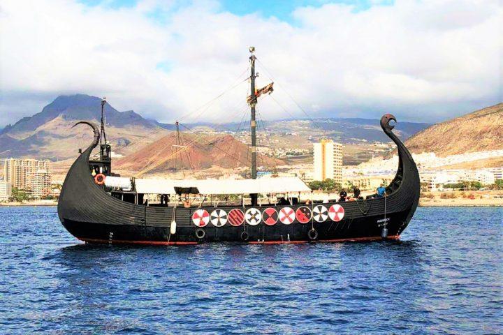 Vermietung von Themenbooten in Teneriffa Vikingos für große Gruppen - Wikingerschiff auf Teneriffa mieten (bis zu 50 personen)