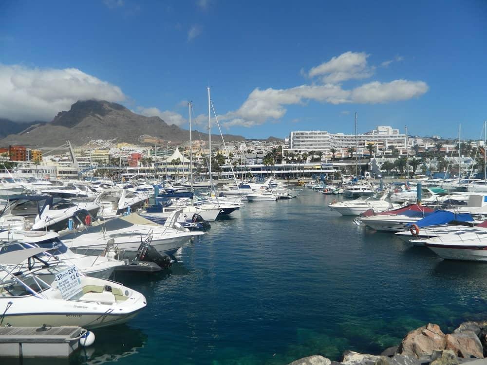 Puerto Colon, o principal porto da Costa Adeje para fazer uma viagem de barco