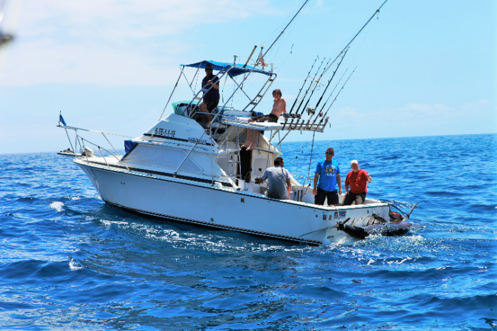 Private Fishing Boat Rental in Tenerife - Sportvissen op Tenerife zonder grenzen