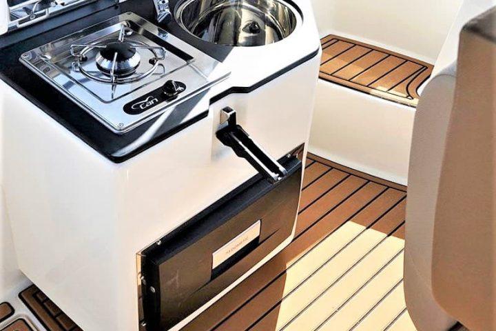 Motorinės valties nuoma Tenerifėje su Quicksilver 755 Sundeck su kapitonu arba be jo - 2480