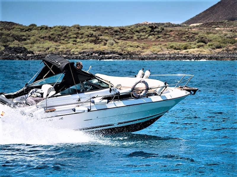 Teneriffan moottoriveneen vuokraus kipparin kanssa tai ilman kipparia SeaRay 230:lla.