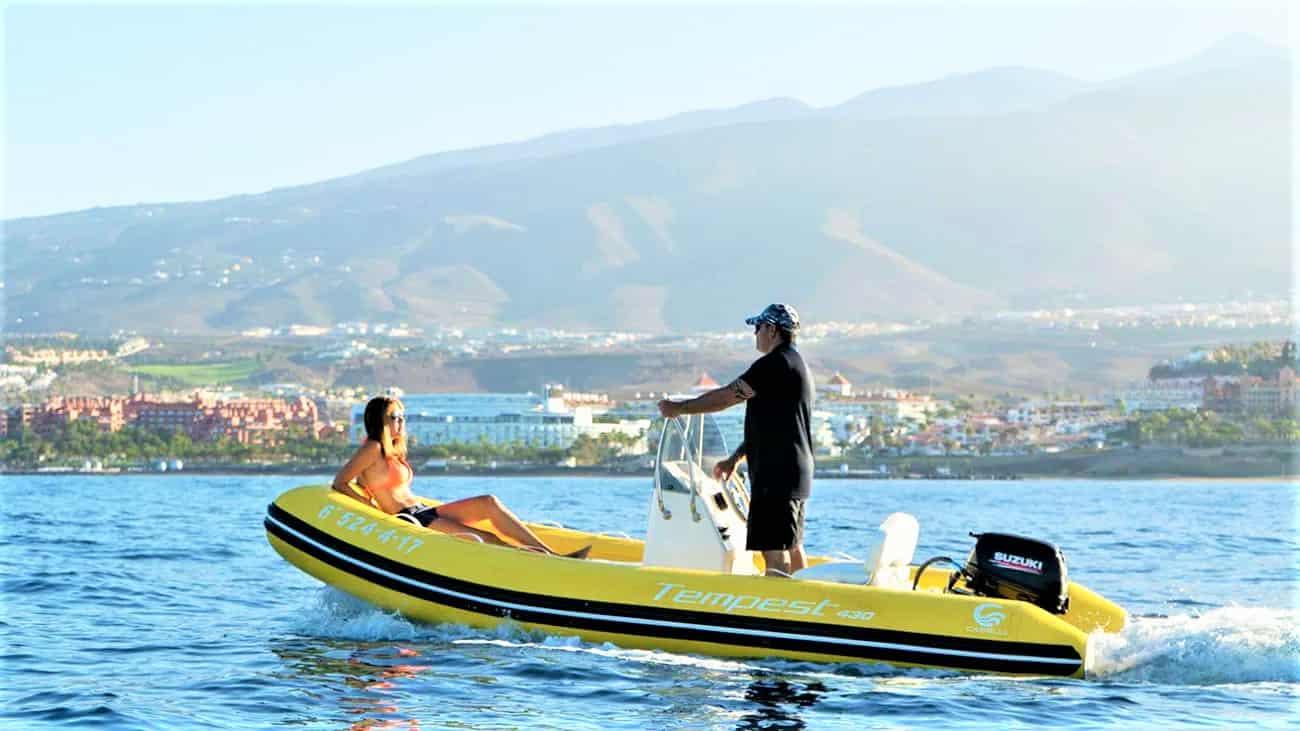 Zelfbestuur RIB Boot in Tenerife Zuid Puerto Colon (Geen vaarbewijs nodig)