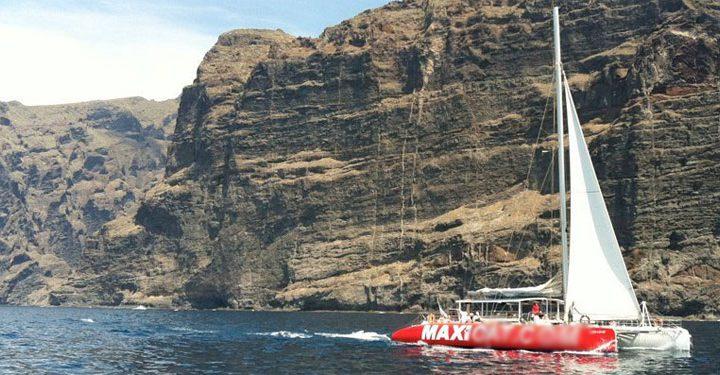 maxicat catamaran tenerife - Katamaran tocht in Tenerife met Maxicat voor een bezoek aan Los Gigantes