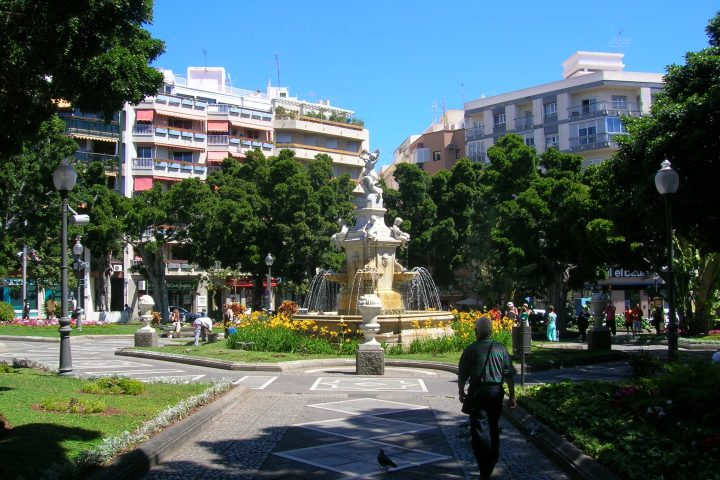 Bus Transport: Santa Cruz de Tenerife Shopping - 1300